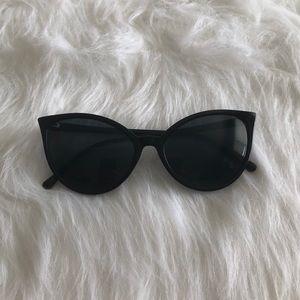 NWOT [uo] black cat-eye sunglasses